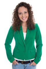 Hübsche junge Frau mit Blazer in Grün freigestellt