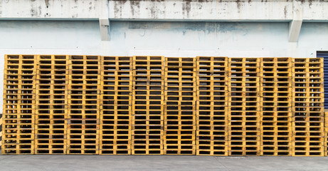 wood Pallet skid flat transport structure that supports while be