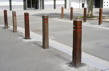Holzpoller Strassenkreuzung