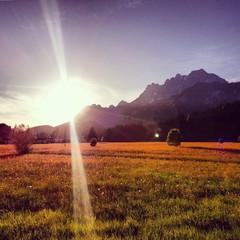 Sonnenuntergang am Berg im Herbst