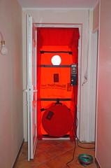 Matériel mis en place pour test d'étanchéité à l'air, maison BBC