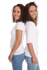 Zwillinge: reele eineiige Zwillinge isoliert auf Weiß