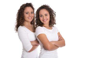 Team Konzept: Reale Zwillinge lachend isoliert auf Weiß