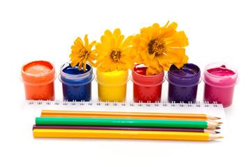 краски, цветные карандаши, все для творчества