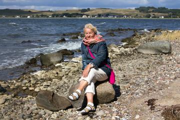 Seniorin am Strand von Klein Zicker Insel Rügen