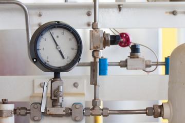 Pressure gauge for measuring pressure in the system