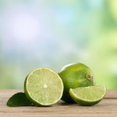 Limetten Früchte im Sommer mit Textfreiraum