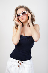 Young woman with sunglasses.