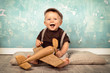 canvas print picture - Baby spielt mit Holzspielzeug