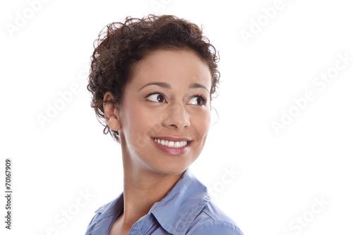canvas print picture Glückliche lachende junge Frau blickt seitswärts freigestellt