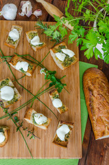 Toast with mozzarella, olive oil, herbs and garlic
