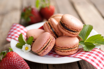 Macaroons, strawberries