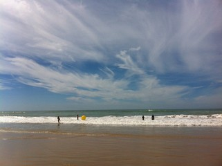Baden in den Wellen am Atlantik