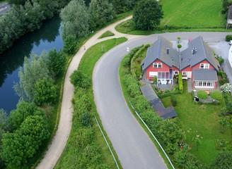Eigenheim auf dem Land aus der Luft