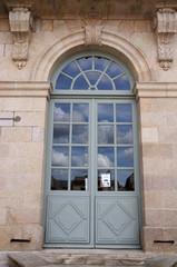 Porte du musée des beaux-arts - palais de l'évêché - Limoges