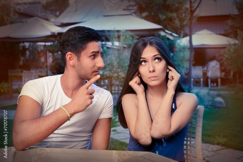 Cute Young Couple Argumentując