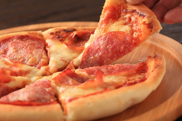 ハムのピザ