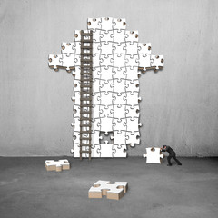 man push puzzle with arrow shape