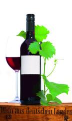 Rotweinflasche mit Glas