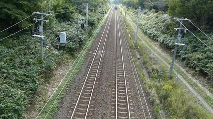 高架橋から撮影した鉄道の列車_1