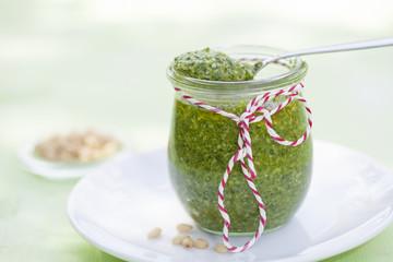 Pesto mit Zedernnüssen