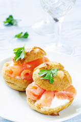 profiteroles with salmon and cream cheese