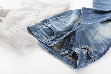 デニム ジーンズ デニムパンツ 白いシャツ