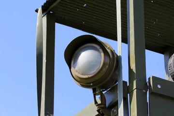 Projecteur sur mirador de guerre