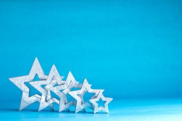 Fünf Sterne silber blau