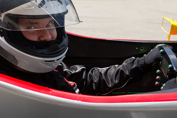 Formel Rennfahrer im Cockpit