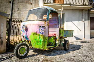Hippy retro 3-wheels car