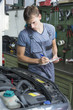 Mechanic checking car enige