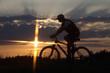 Radfahrer bei Sonnenuntergang