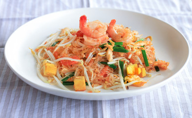 Stir Fried Glass Noodle with Fresh Frown and Tofu - Thai Food
