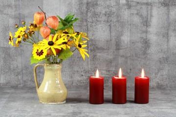 Stillleben : Blumenstrauß und 3 Kerzen