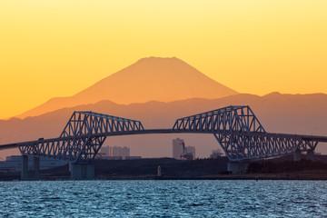 富士山と東京ゲートブリッジ