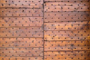 Dettaglio portone in legno