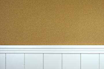 Täfelung mit Tapete karamell-braun - Hintergrund