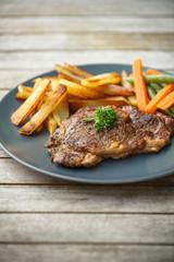 Steak de boeuf et frites