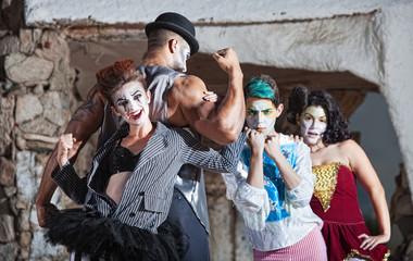 Bizarre Cirque Performance