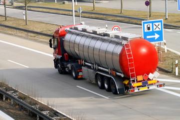 Erdöl Transporter auf der Autobahn