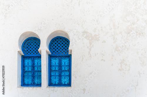 Fotobehang Tunesië Lovely blue windows in Sidi Bou Said - Tunisia