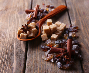 Brown sugar cubes, reed and crystal sugar, spices