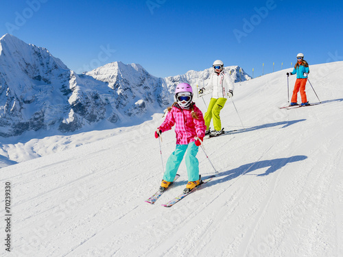 Papiers peints Magasin de sport Skiing, winter, ski lesson - skiers on mountainside