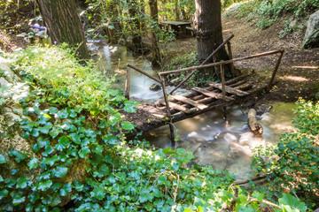 Ponticello di legno sul fiume Menotre