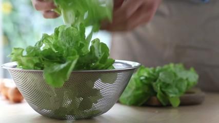 パンチボウルに野菜を入れる