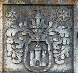 sculpture sur la façade extérieure de l'église de splügen