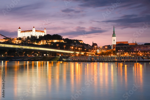 Poster Oost Europa View of the Bratislava castle over the river Danube, Slovakia.