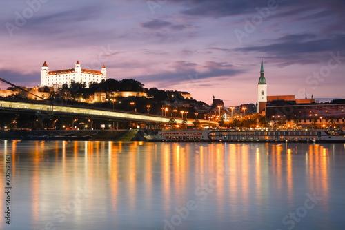 In de dag Oost Europa View of the Bratislava castle over the river Danube, Slovakia.