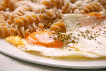 Macaroni from durum wheat with parmesan and fried egg